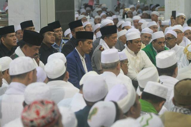 Presiden Jokowi dan Jutaan Jamaah Khusyuk Ikuti Haul ke-13 Guru Sekumpul