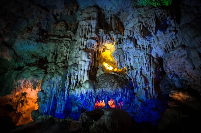 Attractive activities to welcome Christmas in Ha Long bay cruise 1