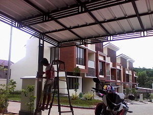 Sudah banyak sekali jasa pasang spandek di Bandung yang bisa anda dapatkan dengan mudah. Keuntungan menggunakan spandek yaitu anti karat, fleksibel, ringan, anti retak, anti gempa dan anti pecah