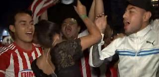 Επικό: Οπαδός χούφτωσε αθλητικογράφο και εκείνη του όρμηξε στον αέρα! (Video)