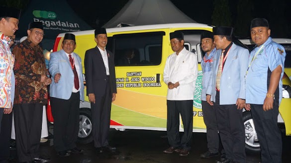 Jokowi Berikan 40 Mobil Operasional untuk Pemuda Remaja Masjid