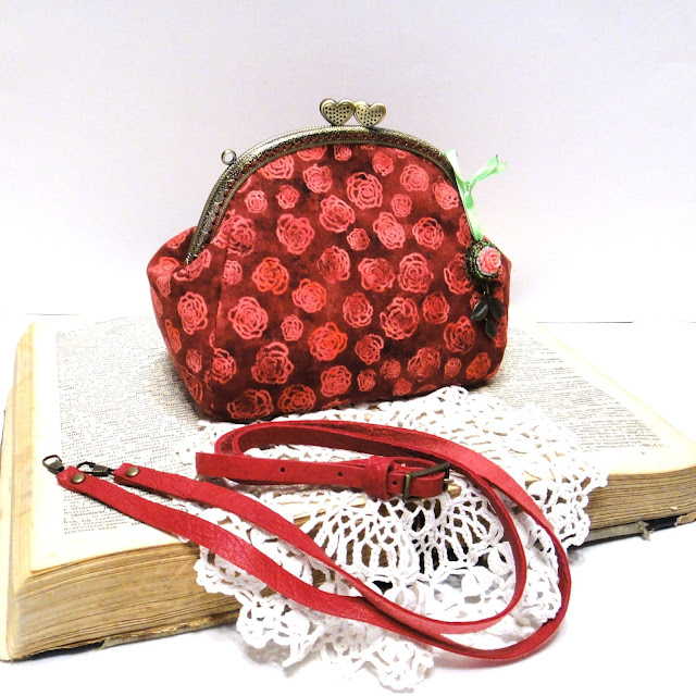 Мини сумка с фермуаром - подарок девушке, подарок дочке - сумка к красному платью