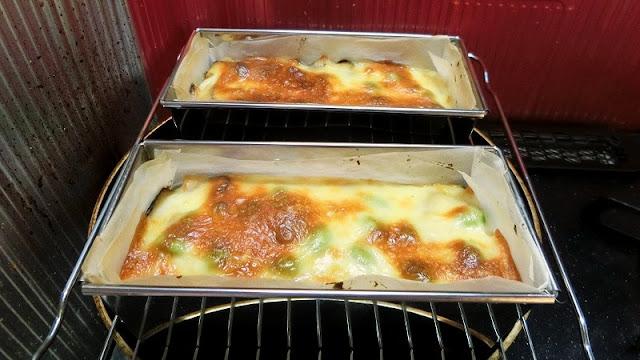 チーズに焼き色が付き、つまようじを刺して何もついてこなければ完成です。