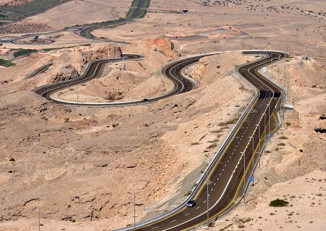 jebel hafeet al ain abu Dhabi roads view
