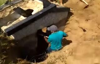 Após sonho com falecido e falta de chuva, populares se reúnem para desenterrar capelinha soterrada em Picuí