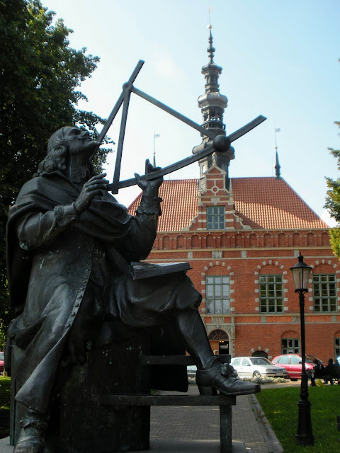 What to see in Tricity Poland: statue of Johannes Hevelius in Gdansk