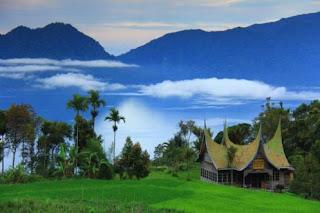 Danau Maninjau di Sumatera Barat