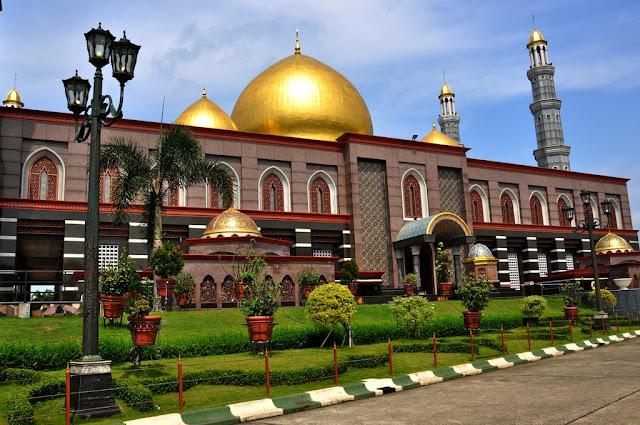 Masjid Kubah Emas di Siang Hari