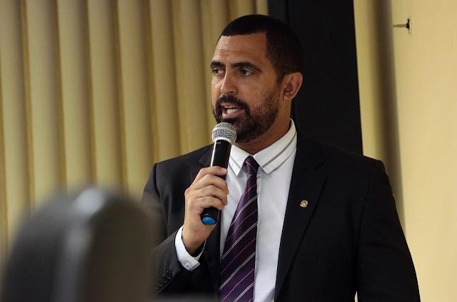 Robertinho apresenta sugestões para combater efeitos do coronavírus em Limoeiro