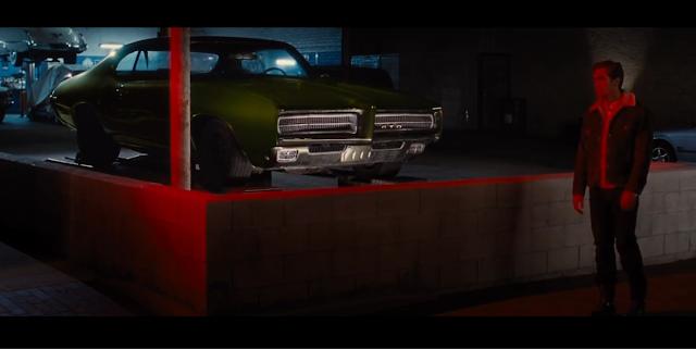 Jake Gyllenhaal (Edward Sheffield) voiture verte
