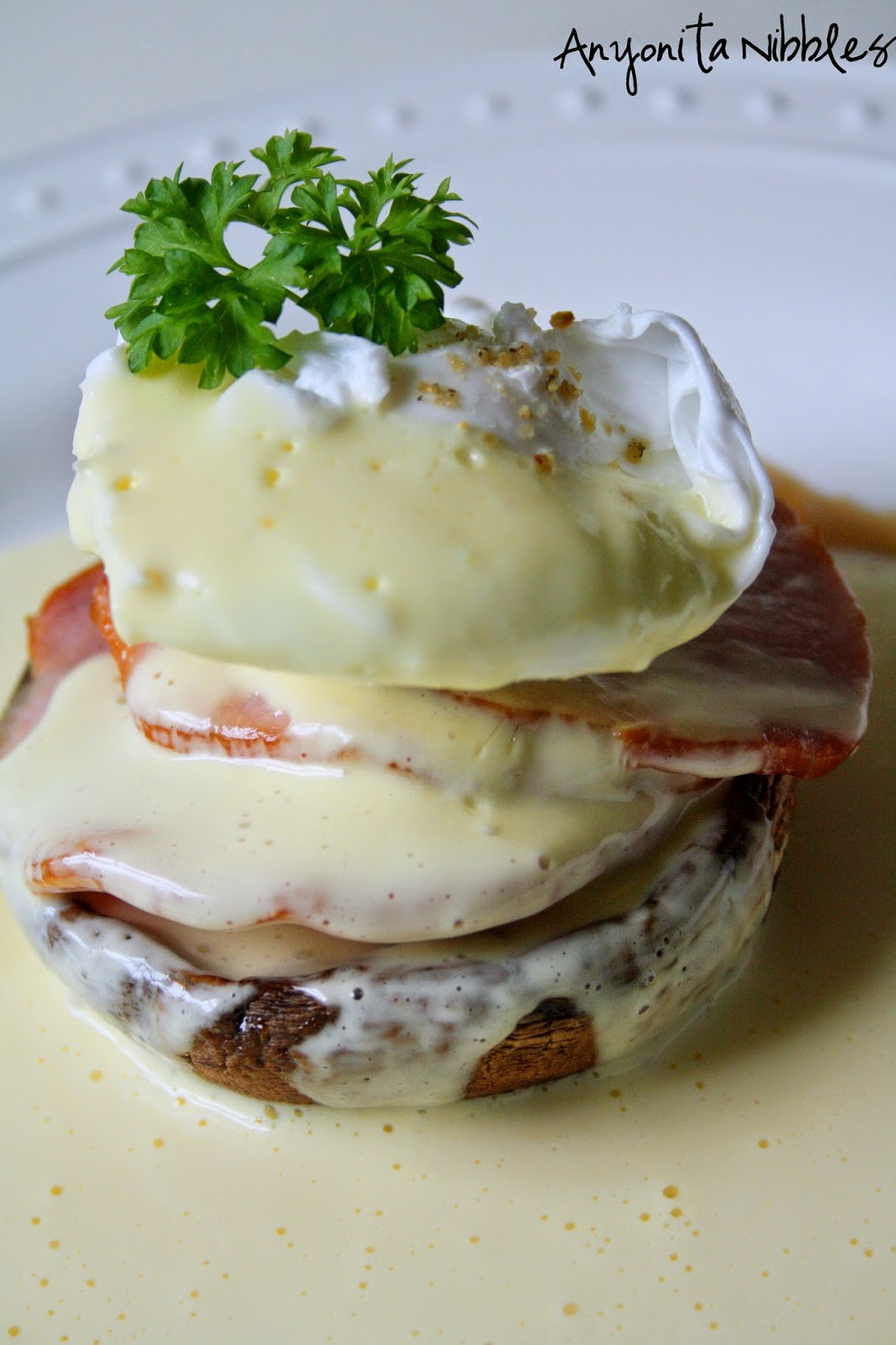 http://www.anyonita-nibbles.co.uk/2014/05/gluten-free-eggs-benedict-easiest-blender-hollandaise-grilled-portabello.html