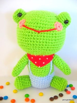 free frog amigurumi crochet pattern by jennyandteddy.com