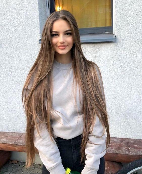 Rambut Panjang Wanita terbaru pertama