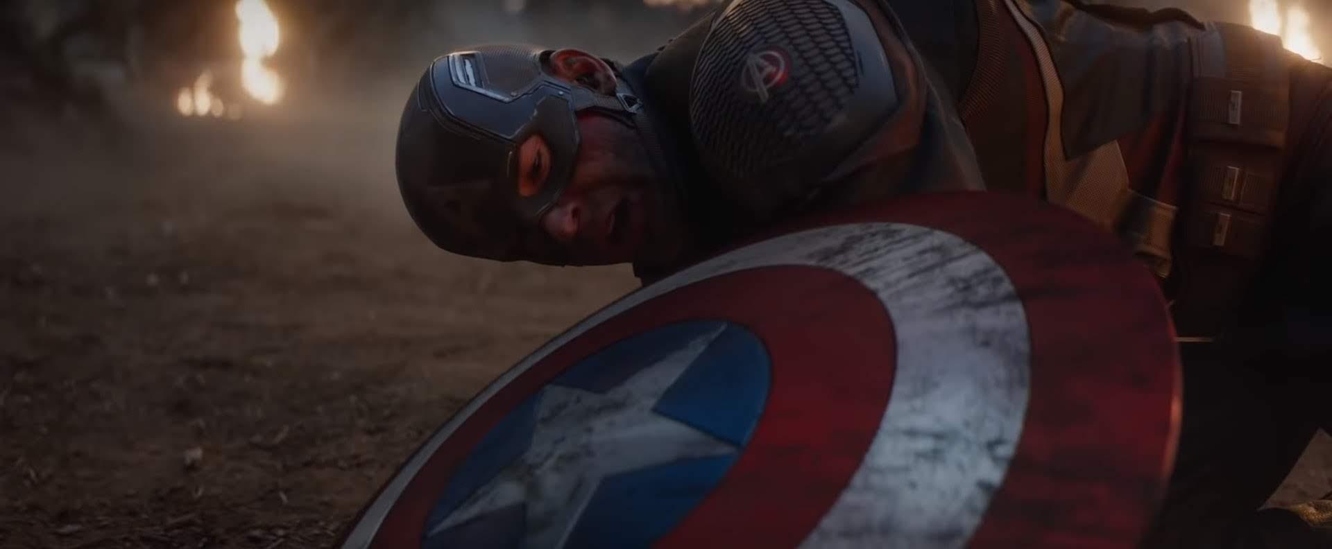 「エンドゲーム」の結末でまた、もとの過去に戻すために、キャプテン・アメリカは単独で時間を超えたわけですが、すんなりと過去の雷神にムジョルニアを返すことが出来