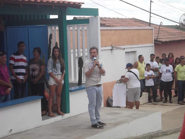 Luciano Huck entrega casa do 'Lar Doce Lar' em Olho D'Água do Casado