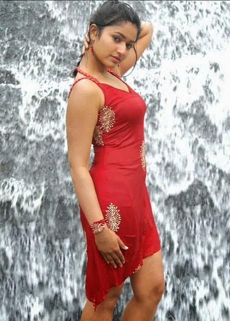 Tamil malayalam actress Poonam bajwa bath scene