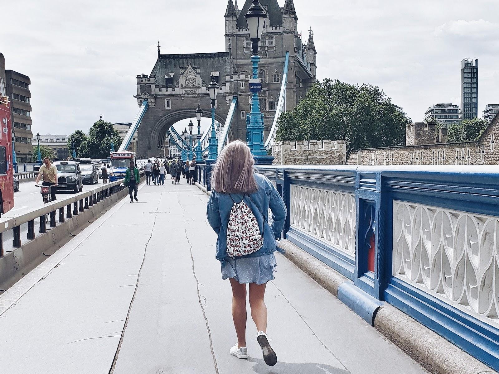Blue button up dress & denim jacket czyli turystka w Londynie