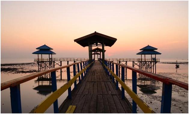 Jelajah Wisata Berbujet Ekonomis di Surabaya, pantai kenjeran