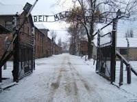 """Legge 20 luglio 2000, n. 211:""""Istituzione del """"Giorno della Memoria"""" in ricordo dello sterminio e delle persecuzioni del popolo ebraico e dei deportati militari e politici italiani nei campi nazisti"""""""