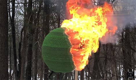 Gila Keren Banget, Dari Sebatang Korek Jadi Bola Raksasa yang Terbakar