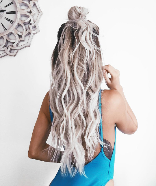 5  Magnetizing Hairstyles for Thick Wavy Hair