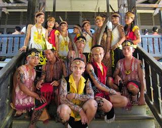 Gambar Pakaian Adat Kalimantan Barat