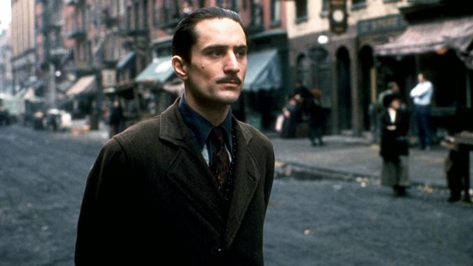 Robert De Niro como o jovem Vito Corleone