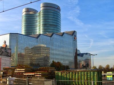 Nieuwe spiegelende gebouwen Utrecht CS.