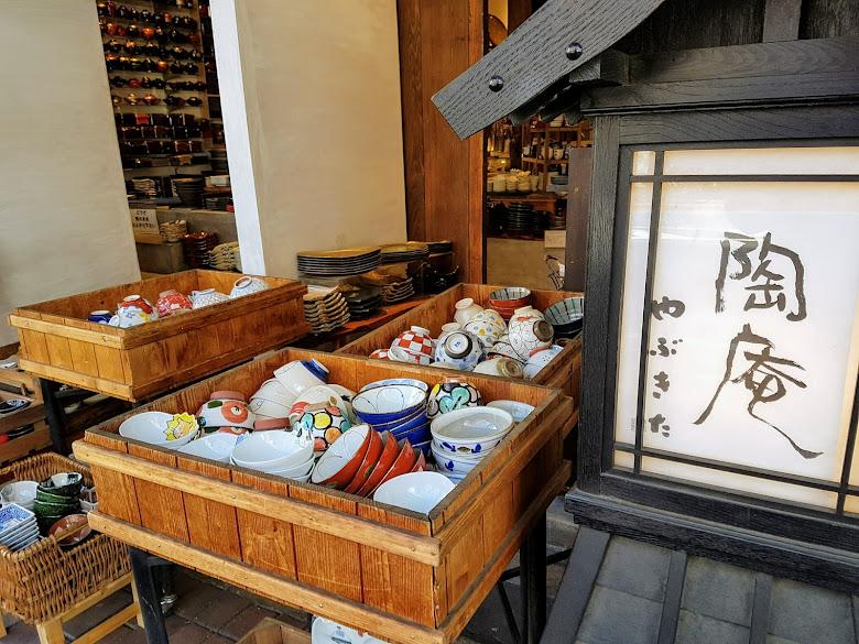 道具街上的陶碗店