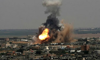 عاجل طائرات الاحتلال تقصف منزلاً شمال غرب رفح