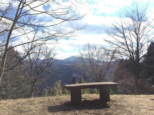 本丸ちかくの休憩ベンチ