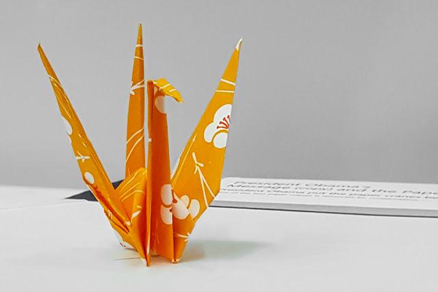 Origami de la Grulla de la Paz, de Barack Obama :: Samsung Galaxy S6 | ISO200 | 4.3mm | f/1.9 | 1/60s