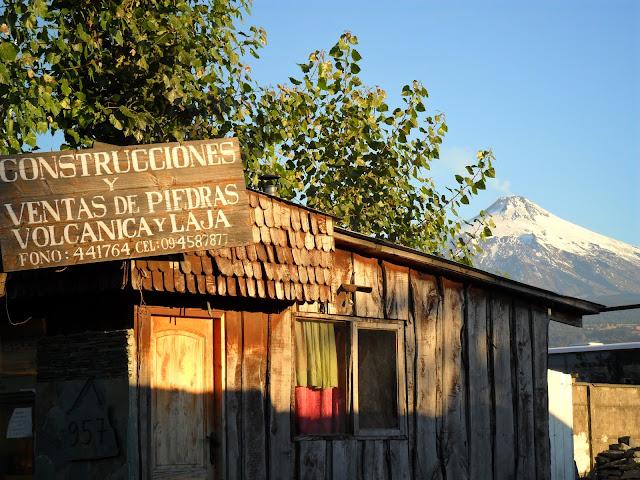 VISITAR PUCÓN - Como é viver e visitar uma cidade na base de um vulcão? | Chile