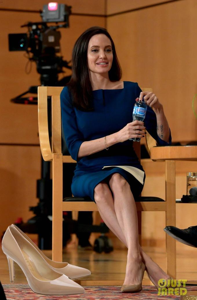 Sapatos das famosas - Angelina Jolie