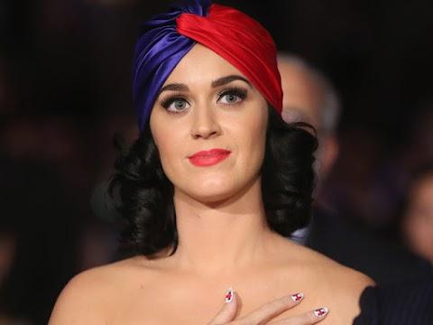 katy perry vota nuda per le elezioni presidenziali, il video