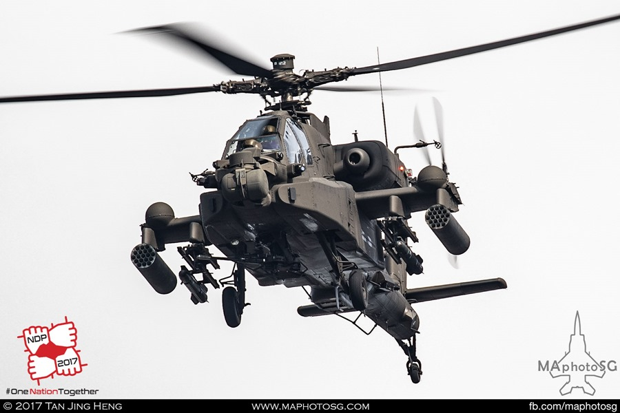Upgraded AH-64D Apache (SN 01-2069) – Note the blisters on the wings