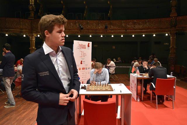 Magnus Carlsen en su enfrentamiento con Karjakin