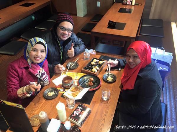 makan tako tako di shinsaibashi
