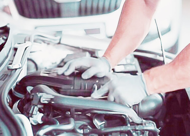 car-repair-by-auto-mechanic