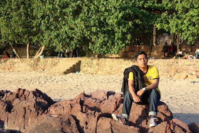 http://mandiriransel.blogspot.co.id/2015/12/melongok-tempat-wisata-seru-di-batam.html