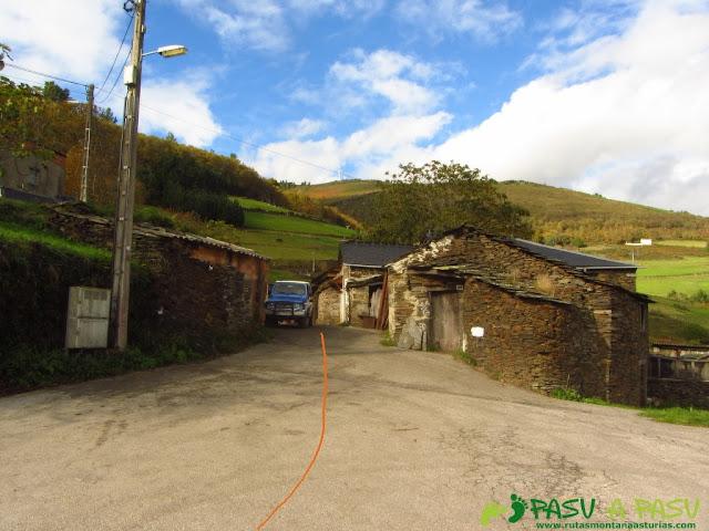 Entrada del pueblo La Montaña en Illano