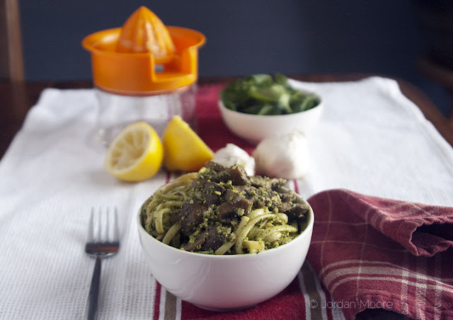 Meatless Monday: Pasta with Spinach & Almond Pesto