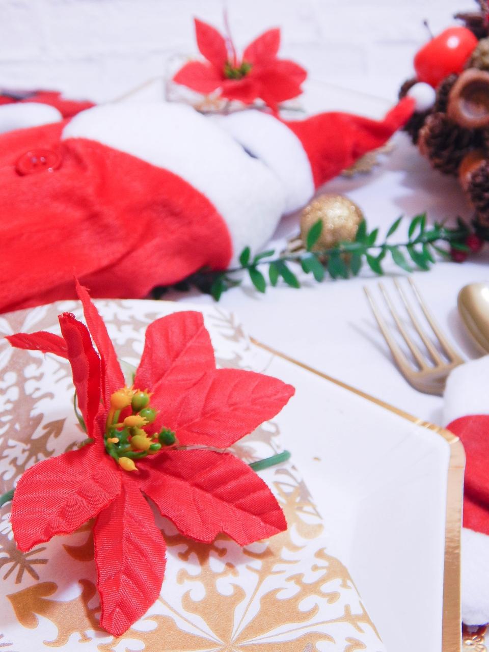 5 dekoracja świątecznego stołu jak udekorować stół na boże narodzenie dekoracja kolacja wigilijna dekoracja stroik na stół wigilijny wianek świeczka mikołajowe ubrania na butelki mikołaje na sztućce