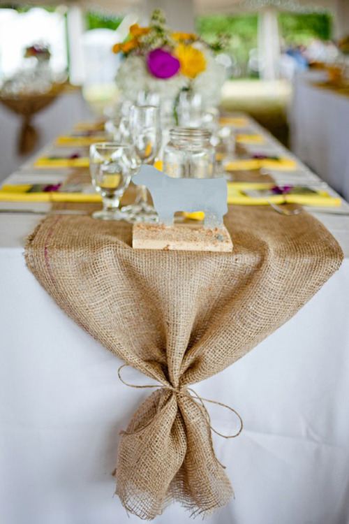 This simple DIY burlap table runner gives a fabulous farmhouse touch to your dinner table
