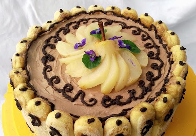 Шоколадова шарлота с плодове