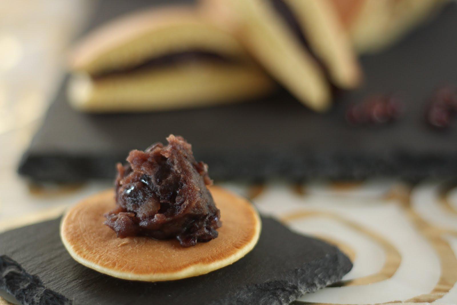 Japanischer Pfannkuchen Dorayaki mit Anko-Paste