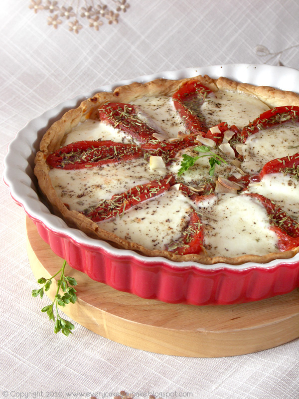 tarta z pomidorami i mozzarellą na kruchym cieście
