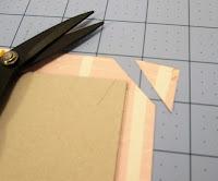 Cortamos las esquinas del papel sin llegar al cartón