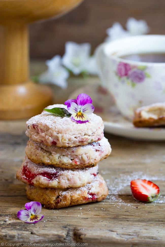 ciastka z truskawkami i bazylią do herbaty