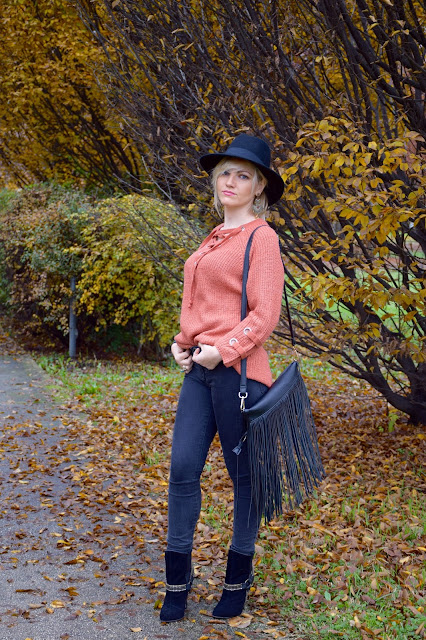 black skinny jeans how to wear black skinny jeans november outfits winter outfits fashion bloggers italy italian web influencer mariafelicia magno color block by felym fashion bloggers